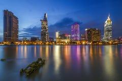西贡、越南- 2017年5月03日-第1区,有许多现代大厦和办公室的胡志明市的发展 库存图片