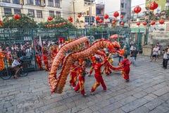 西贡、越南- 2018年2月15日-龙和舞狮在春节节日显示 免版税库存图片