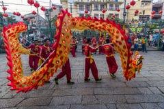 西贡、越南- 2018年2月15日-龙和舞狮在春节节日显示 库存照片