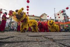 西贡、越南- 2018年2月15日-龙和舞狮在春节节日显示 图库摄影
