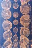 西贡,越南- 2018年2月13日-螺旋香火在Thien Hau塔黏附垂悬从天花板,致力中国海 免版税图库摄影