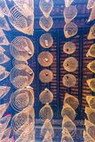 西贡,越南- 2018年2月13日-螺旋香火在Thien Hau塔黏附垂悬从天花板,致力中国海 免版税库存图片