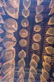 西贡,越南- 2018年2月13日-螺旋香火在Thien Hau塔黏附垂悬从天花板,致力中国海 库存照片