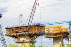 西贡,越南- 2017年8月16日-高速公路建造场所在胡志明市,从本卢克的越南长的Thanh的 库存图片
