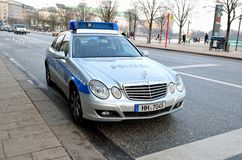 默西迪丝警车正面图在汉堡,德国 免版税库存照片