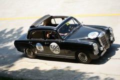 1955年默西迪丝220在Mille Miglia的A 图库摄影