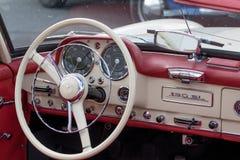 默西迪丝190 SL -老朋友 免版税库存照片