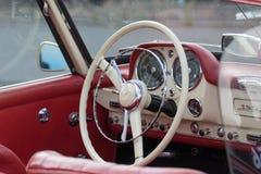 默西迪丝190 SL -老朋友 库存照片