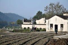 """西迪,安徽,中国†""""大约2017年10月:吃她的在她的房子前面的妇女早餐在西迪 库存照片"""