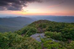 西部北卡罗来纳崎岖的石峰山俯视 库存照片