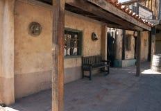 西部小酒吧牛仔老的交谊厅 免版税库存图片