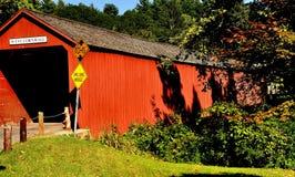 西部康沃尔郡, CT :1864被遮盖的桥 免版税库存图片