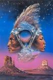 西部牛仔印度和印度妇女的画象在美国大双摩托车引擎的纪念碑谷部族公园 免版税图库摄影