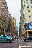 西部第34条街道或时尚大道和交警 免版税库存照片