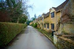 西部街道在城堡Combe村庄 免版税库存图片