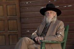 西部衣物的老人 图库摄影