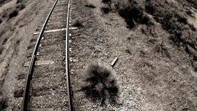 西部铁轨主角通过沙漠 影视素材