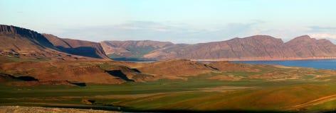 西部Sayany山和Enisey河 免版税库存图片