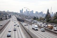 西雅图交通,从第45座街道桥梁的I5 免版税库存图片