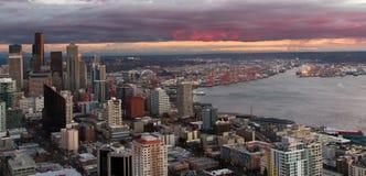 西雅图华盛顿地平线和皮吉特湾 图库摄影