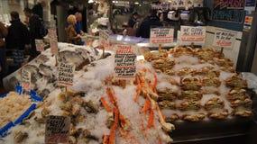西雅图华盛顿美国- 2014年10月-新海鲜显示在派克位置公开市场上 库存图片