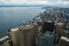 西雅图地平线鸟瞰图和艾略特咆哮 免版税库存照片