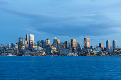 西雅图市地平线蓝色小时 免版税库存照片