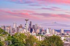 西雅图日落的地平线全景如被看见从凯利公园 免版税库存图片
