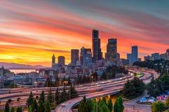 西雅图日落从里扎尔桥梁的夏令时 免版税库存照片