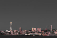 西雅图江边和空间针 免版税图库摄影