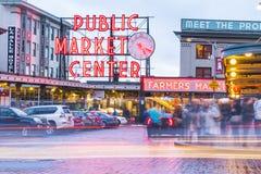 西雅图,华盛顿,美国 02/06/17 :派克集市与反射 免版税库存照片