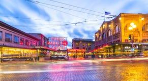 西雅图,华盛顿,美国 02/06/17 :派克集市与反射 库存照片