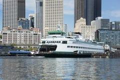 西雅图从小船采取的Citycape在埃利奥特海湾 免版税库存图片