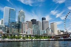 西雅图从小船采取的Citycape在埃利奥特海湾 库存图片