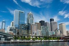 西雅图从小船采取的Citycape在埃利奥特海湾 库存照片