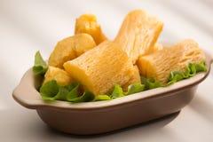 巴西食物油煎的丝兰 免版税库存照片