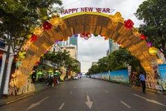 西贡、越南- 2017年1月23日-阮惠走的街道和花街道在旧历新年期间在胡志明市街市  库存图片
