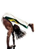 巴西黑人舞蹈家跳舞capoeira 免版税库存照片