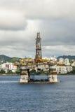 巴西-抽油装置在瓜纳巴拉海湾-里约热内卢 库存图片
