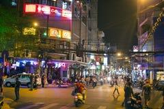 西贡,越南- 2014年5月:与酒吧和客栈的夜生活 图库摄影