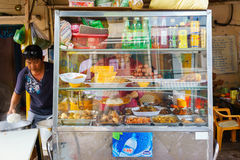 西贡,越南- 2014年10月16日:边路的街道餐馆,西贡,越南 免版税图库摄影