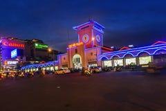 西贡,越南- 2016年6月05日-本Thanh市场在夜之前,市场是其中一个最早期的生存结构在西贡和 库存图片