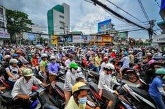 西贡,越南- 6月15 :2011年6月15日的公路交通在Saig 免版税库存照片