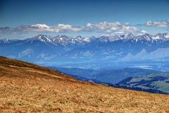 西Tatra和树木丛生的Vah谷Liptov斯洛伐克土坎  免版税图库摄影