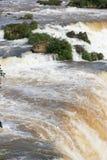 巴西watefalls岩石垂直的看法  库存照片