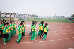 要做体育运动的一个小组学生 库存照片