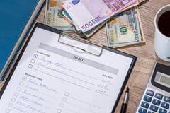要做的名单` :美元和欧元 免版税库存照片