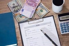 要做的名单` :美元和欧元 免版税图库摄影