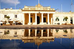 主要卫兵大厦和大臣官邸在Pallace在瓦莱塔,马耳他海岛摆正 免版税库存图片