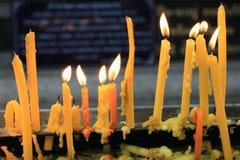 要崇拜的蜡烛 免版税库存图片